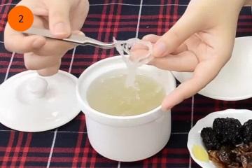 ngâm tổ yến vào nước để làm mềm 2